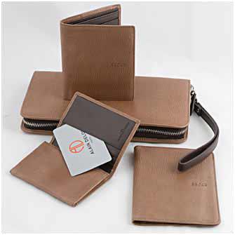 Набор из четырех предметов: борсетка, портмоне, обложка для паспорта и визитница, цвет светло-коричневый