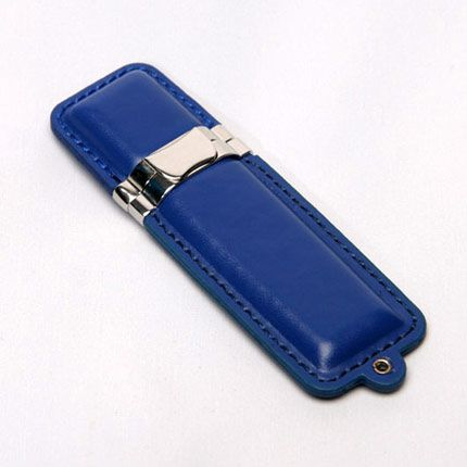 USB-Flash накопитель (флешка) в кожаном корпусе с металлическими вставками, модель 215, объем памяти 32 Gb, цвет синий