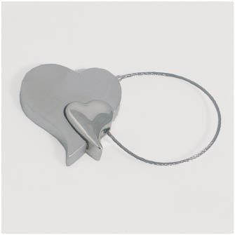 Брелок металлический в виде двух сердец
