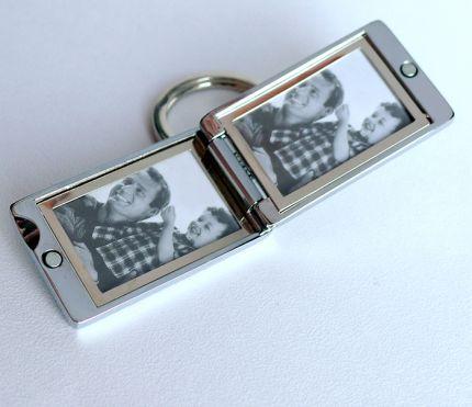 Брелок-рамка для двух фотографий на магните