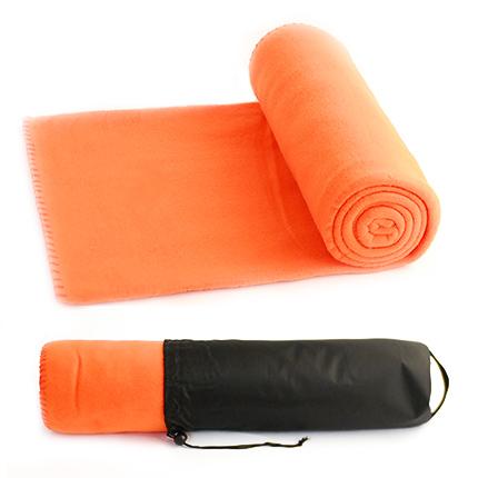 """Флисовый мягкий плед """"Коралл"""" в чехле на завязке, имеющем ручку-лямку на тыльной стороне для удобства переноски, оранжевый"""